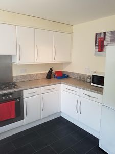 Photo for Ideal 4 bedroom Short Stay commuter house
