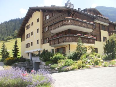 Photo for 2-bedroom apartment, ideal for skiing, golf, hiking and biking, sleeps 5