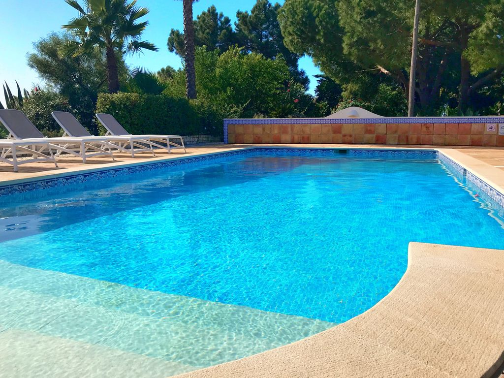 Villa 2 to 10 people private swimming pool and ocean view praia do carvoeiro algarve for Private swimming pools long island