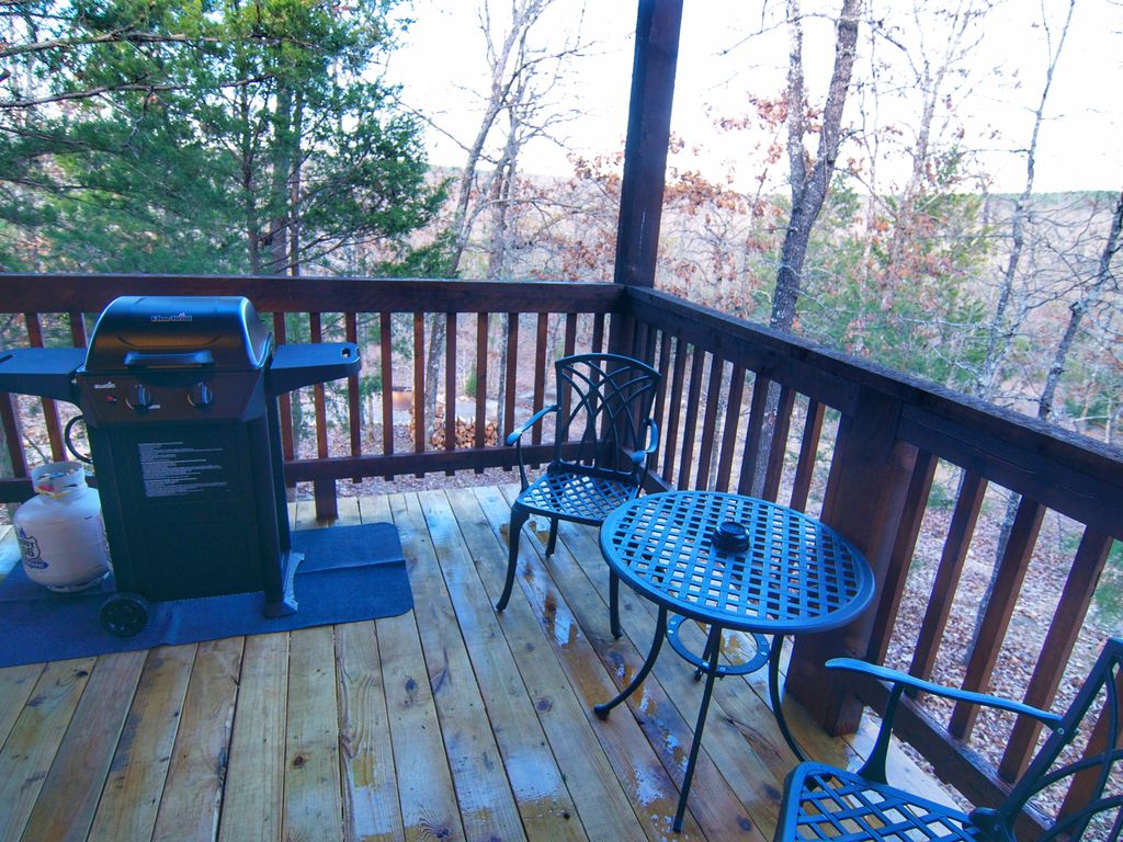 NEW Construction 2017 ROMANTIC Log Cabin, King bed,Hot tub,Wifi&Fireplace
