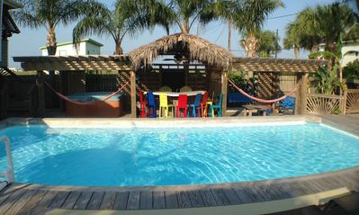 Come relax in your own private outdoor oasis!!