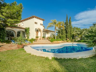 Photo for Luxury 4-person villa, Andalusian style, swimming pool and jacuzzi, veranda, panoramic view