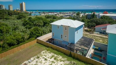 Photo for AMAZING HOME at beach & attractions. PRIVATE POOL, Sweeping Views In Most Rooms!