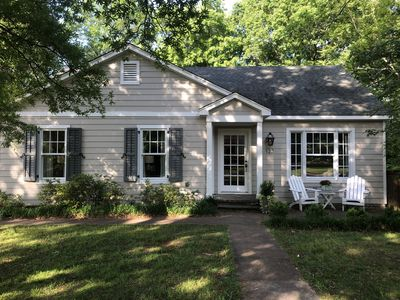 Photo for Charming Oxford Cottage, Walk to Square!