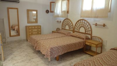 Photo for One bedroom apartment for 3/4 people facing the beach