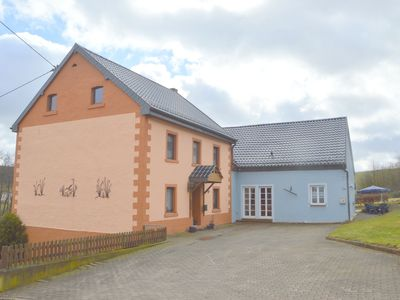 Photo for Ground floor apartment with luxe bathroom and garden, just 4 km from Schwarzer Mann
