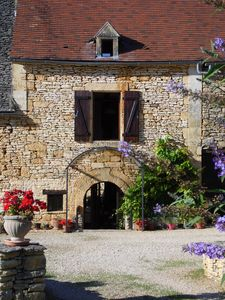 Photo for Nr Sarlat, 17c holiday cottage with private pool and large gardens