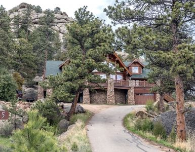 Photo for Ultimate Escape in the Rockies Log Home - Ultimate 5 bed 3 Full Bath Sleeps 12 Custom Log Home, Hot Tub, AC, Views, Privacy