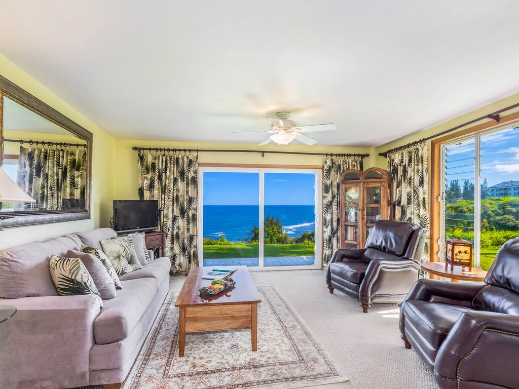Completely oceanfront stunning views plus 3 overflowing for California closets hawaii