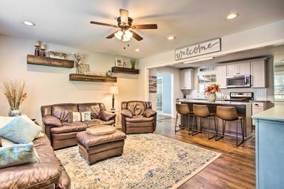 Bring along 7 for a tailgating weekend at this Clemson vacation rental.