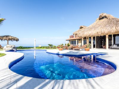 Photo for Casa Delfin 3 bedroom 3 bath Beachfront home. Beautifully decorated and designed