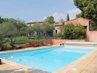 Photo for Approximately Located 1.2 km from the village of Roussillon, Provencal holiday home with pool