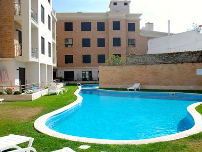 Photo for Crest - Great 1-bedroom apartment only 150 metres from the beach
