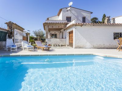 Photo for This 5-bedroom villa for up to 10 guests is located in Empuriabrava and has a private swimming pool.