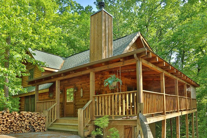 Hot tub fireplace pool table minutes from dollywood for Gatlinburg cabins with fishing access