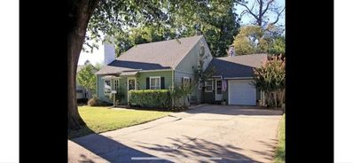 Photo for Updated Cherry St 3 bd home @1700sq ft +oversized driveway & backyard  w/htub