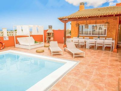 Photo for 3 bedroom Villa, sleeps 10 with Pool, FREE WiFi and Walk to Shops