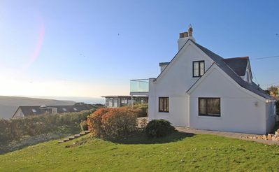 Photo for CHY RYN, family friendly, with open fire in Mawgan Porth, Ref 959235