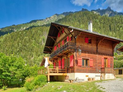 Photo for Traditional Chalet * Spacious* Great for large groups & families