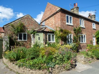Photo for THE RIDINGS, pet friendly, with open fire in Wath, Ref 928081
