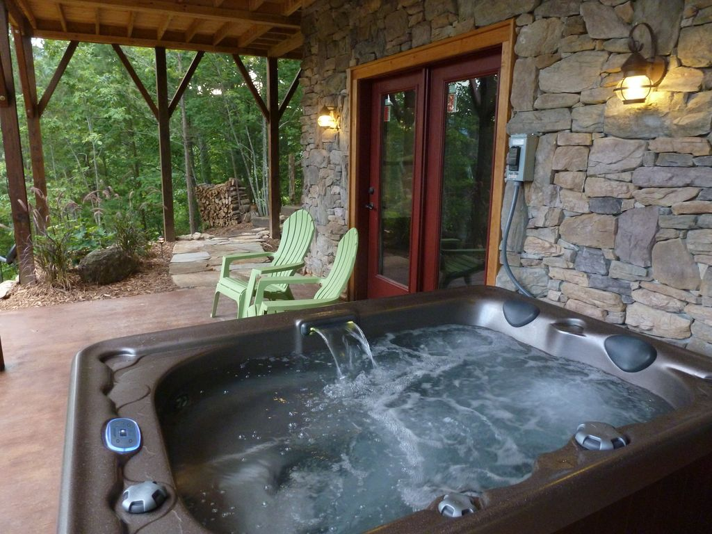River magic romantic luxury log cabin with hot tub hot for Cottages with sauna and hot tub