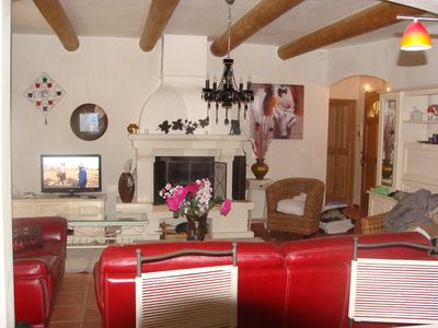 Photo for A recent country house, a short stroll from the path of the Ocres de Roussillon