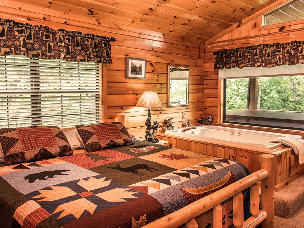 jan special cozy log cabin with indoor pool 1mi behind