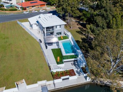Photo for Stunning Canal Home Oh So Close To The Waterfront