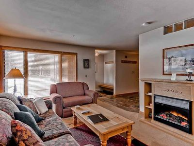 Photo for Ski-in/ski-out condo Well equipped kitchen, slate floors and granite countertops