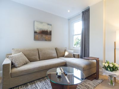 Photo for 6/41 Luxurious One Bedroom Apartment in Notting Hill