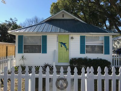 Key West Style Retreat- Located in Historical Downtown Area Walkable to park