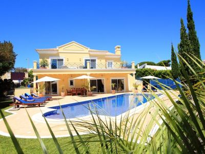 Photo for Luxury 4 bedroom villa in the heart of Vale do Lobo with Pool H306