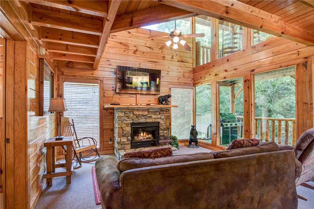 Creekside romance 1 chambre fire pit grill jacuzzi for Romantic big bear cabins
