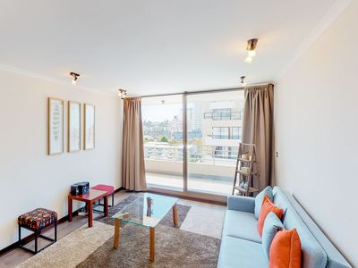 Photo for Central apartment with shared pool and balcony - close to shopping and dining!