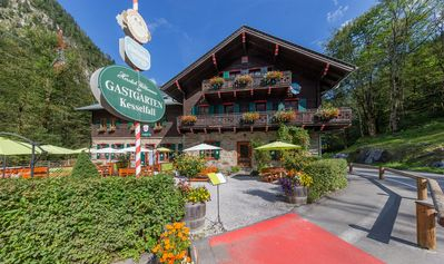 Photo for Charlet at the foot of the Kitzsteinhorn lift, with stunning mountain views