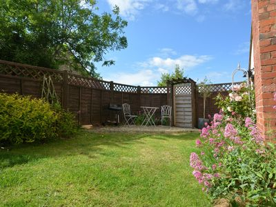 Pretty cottage garden, perfect for enjoying the sun