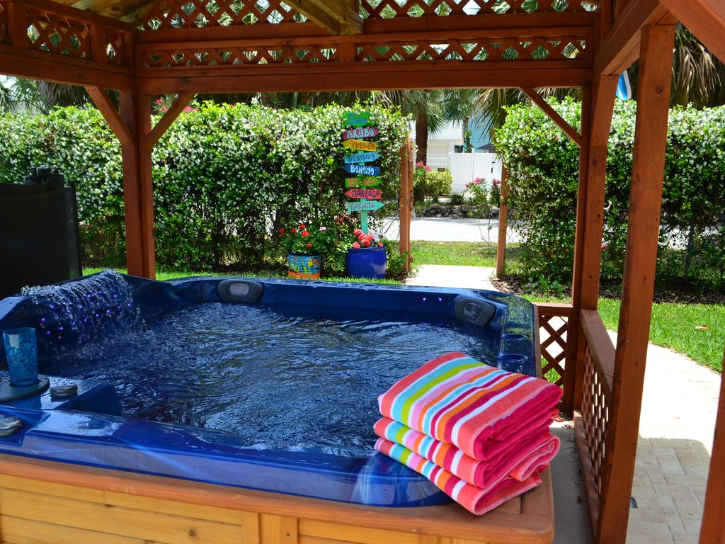 1 Beach Oasis Pool Hot Tub Pet Friendly 30 Sec To Beach Great Location Clearwater Beach