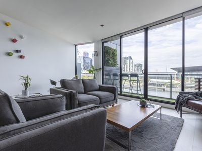 Photo for CBD Riverview Flat/ Spa/ Gym/ Parking available