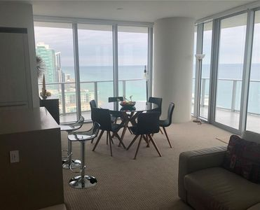 Photo for Luxury 2 BD /2BA in the Hyde/Ocean Front /Balcony