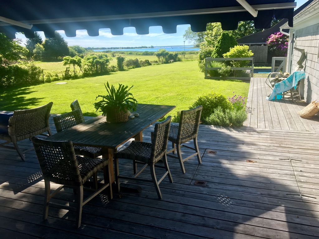 Stylish east hampton waterfront retreat st homeaway for East hampton vacation rentals