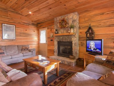 Photo for One mile from Dollywood! Tiffany Hideaway Hot tub, mountain views seeps six