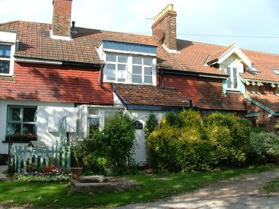 Photo for Secluded 3 bed cottage with panoramic views over open countryside