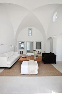 The lounge with traditional cross-vaulted ceiling