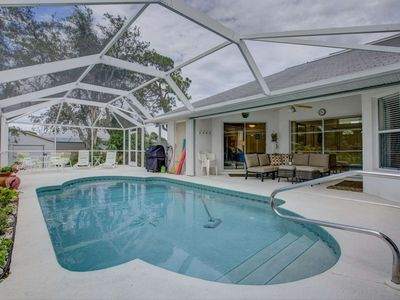 Photo for Bring Fido, Close to Beach & Park, Wifi Included, Pool Home, Walk to Shamrock Park.