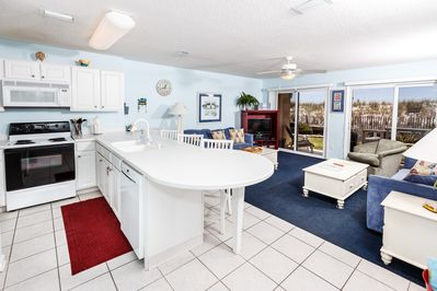 Open Bright floor plan!! Perfect accommodations!