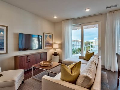 Photo for Gorgeous unit, Beach chairs and Bicycles included, Steps to entertainment