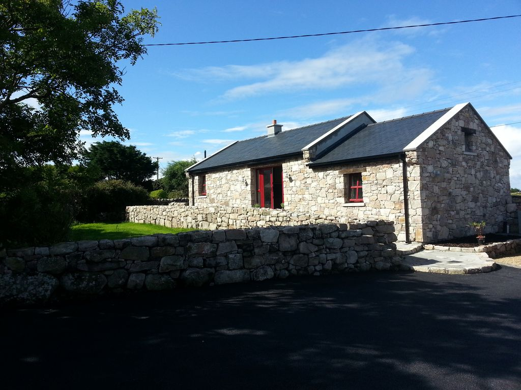 Teach na mbo inisfail farm restored stone barn on farm on wild inverin cottage rental front with steps up from right and car parking and level entrance solutioingenieria Images