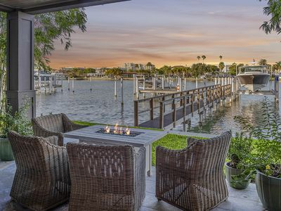 BRAND NEW Waterfront Townhouse for the Savvy Traveler - walk to the beach!