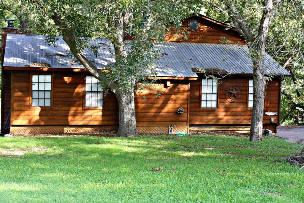 Little ponderosa river retreat luxury guadalupe riverfront for Cabins near whitewater amphitheater