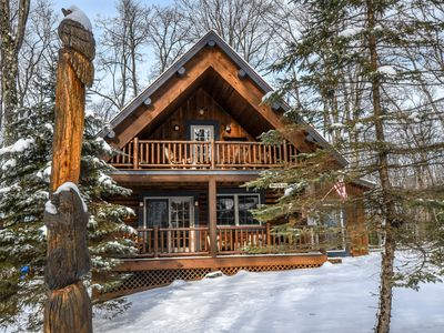 Conveniently Located Log Home with Hot Tub